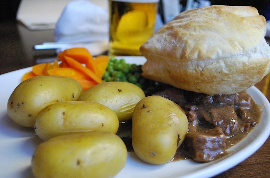 мясо, хлеб, картофель, горох, морковь и сливочное масло - вот основа шотландской кухни