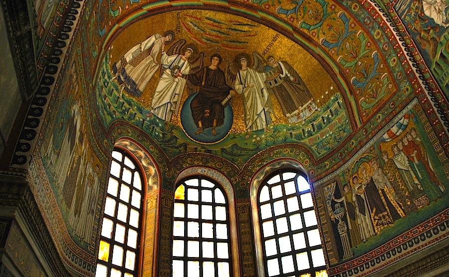 Мозаика, изображающая Христа, Святого Виталия и ангелов в Сан-Витале