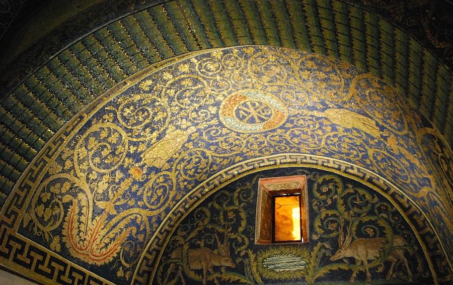 На фото мозаика в мавзолее галлы