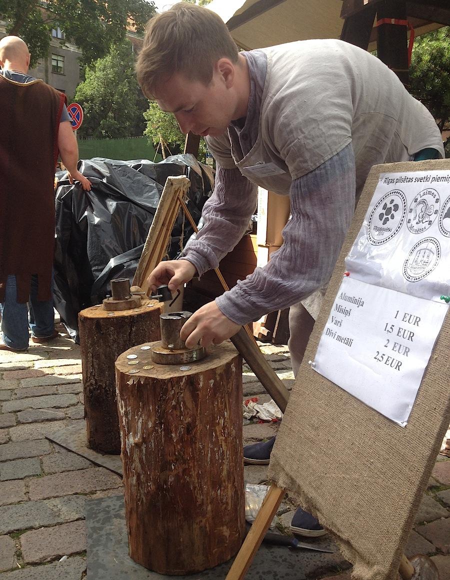Производство монет и печатей по старинным технологиям на улице Риги.