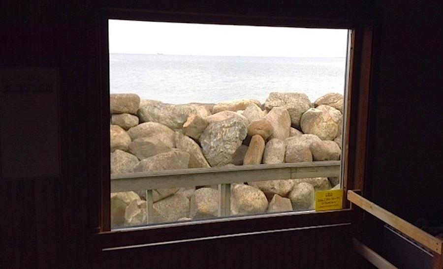 вот такой вид открывается из окна сауны