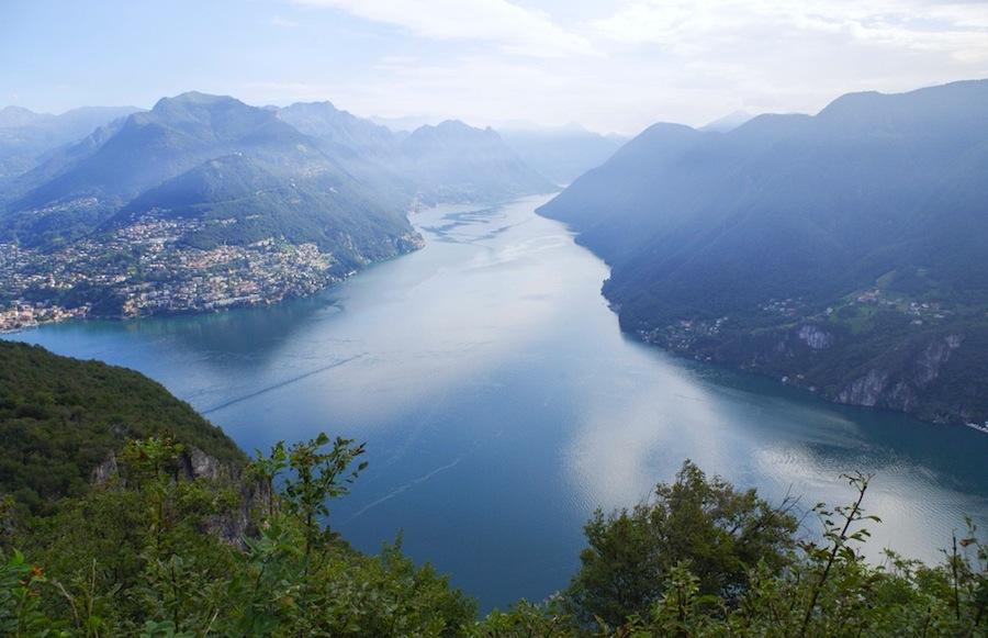 Вид на озеро Лугано с горы Сан-Сальваторе, Швейцария, Тичино