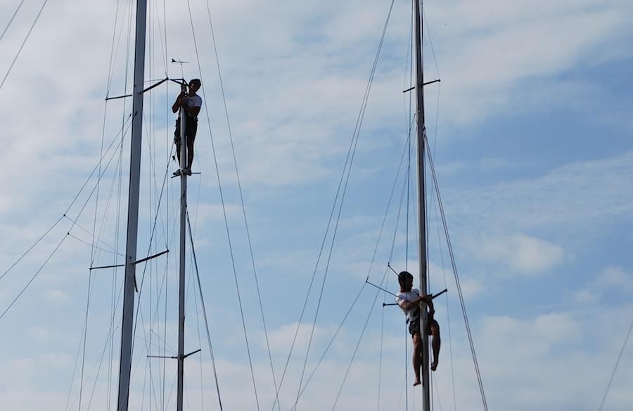 бесстрашные яхтсмены на мачтах