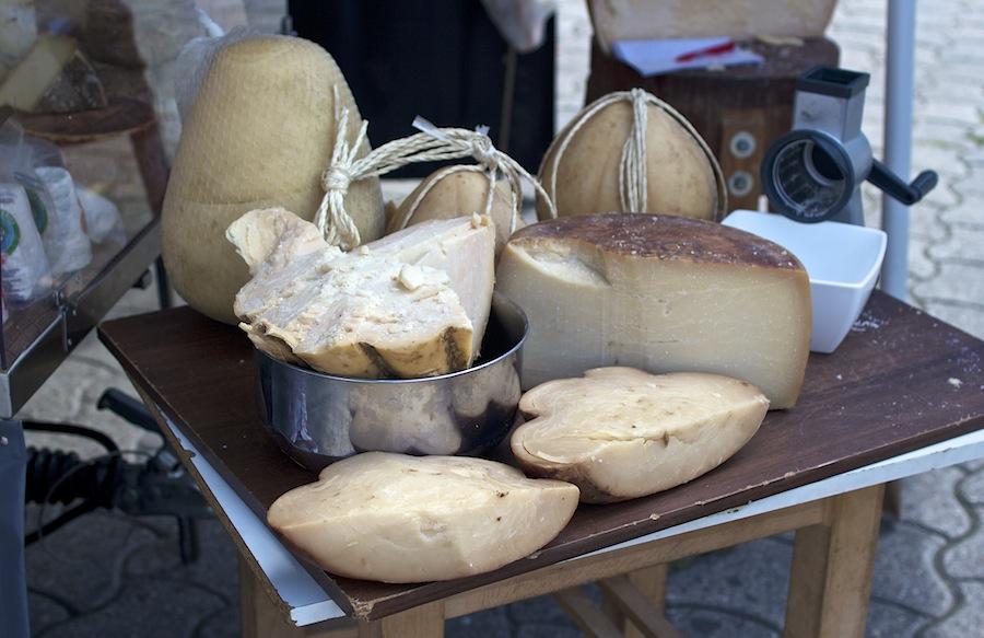 Лозанна, рынок, швейцарский сыр