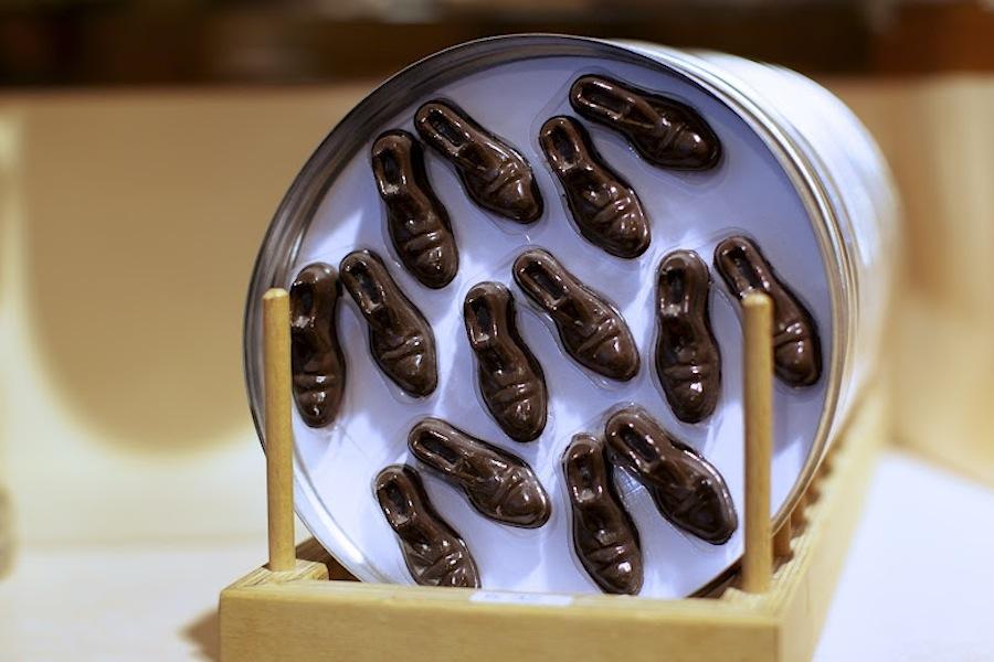 Poyet, конфеты виде башмака Чаплина