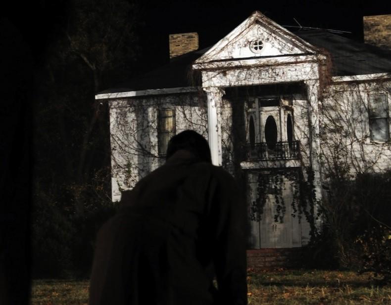"кадр из фильма ""Дом призраков"""