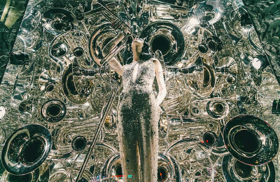 витрина, символизирующая музыку