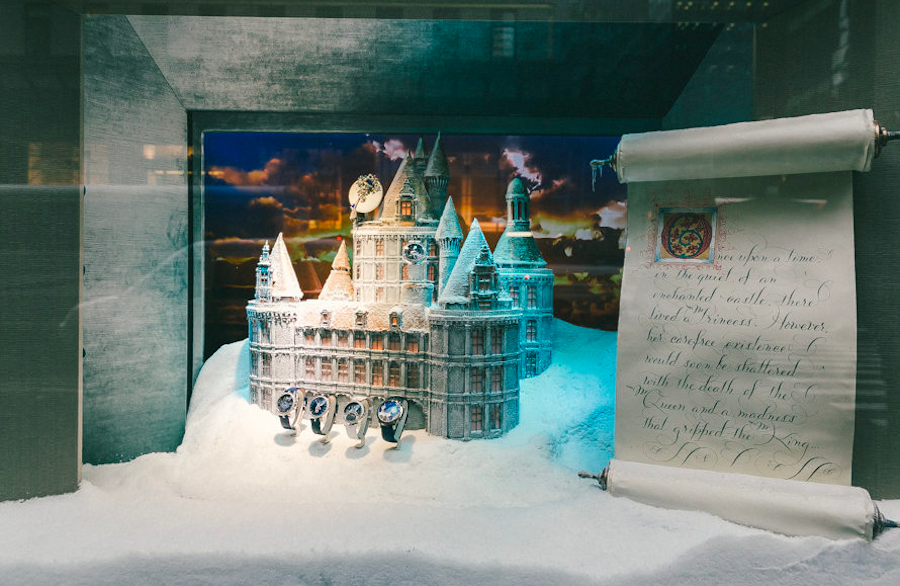 заснеженный замок с часами. Рождество, Нью-Йорк