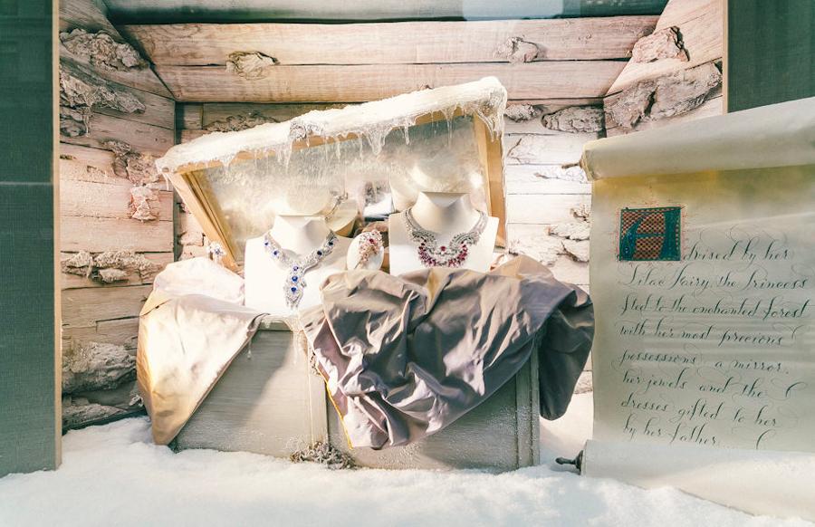 витрины Van Cleef & Arpels