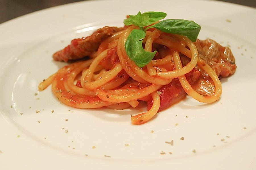 Спагетти с неаполитанским рагу