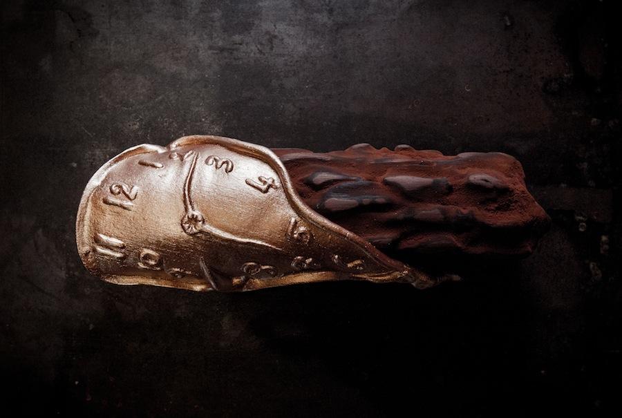 шоколадное полено в виде тающих часов, Le Meurice