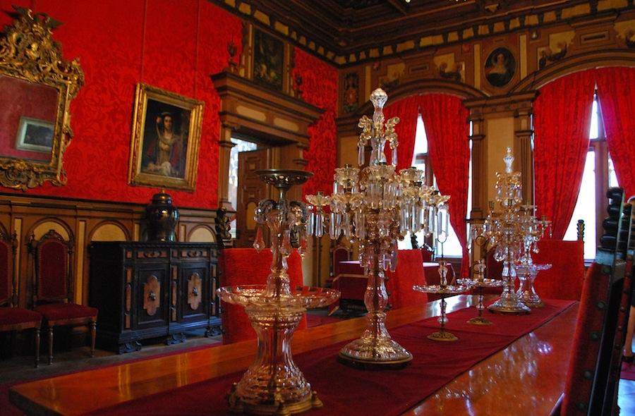 Красная комната замка Мирамаре
