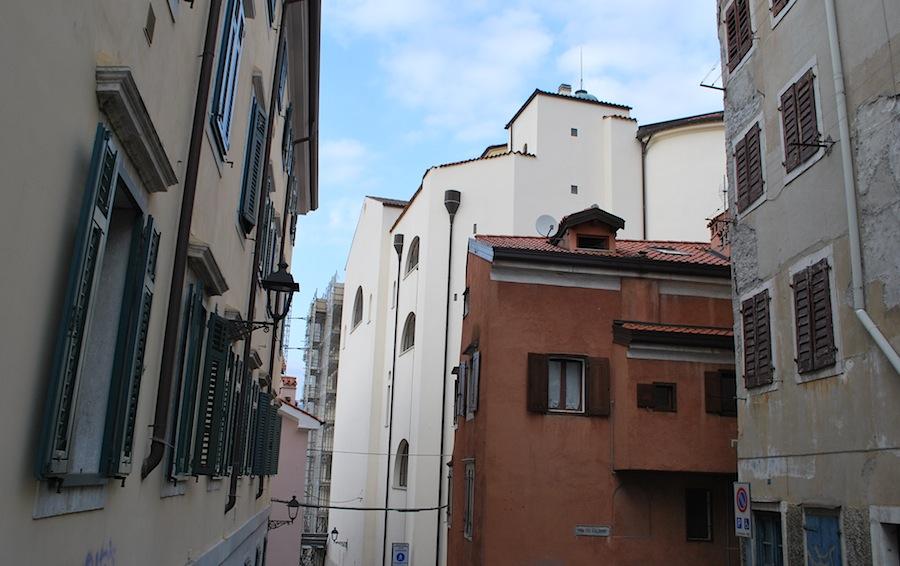 дома в средневековом квартале Триеста
