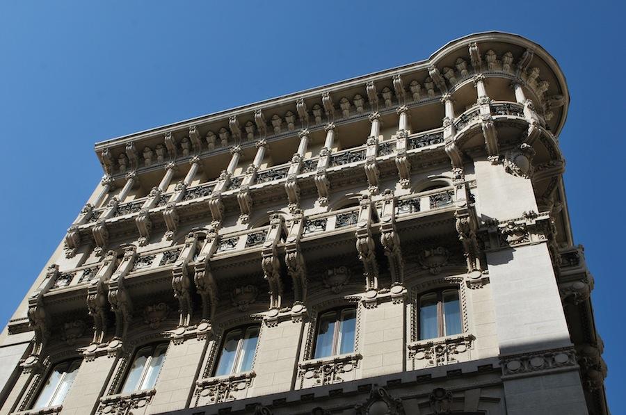барельефы на фасадах домов, Триест