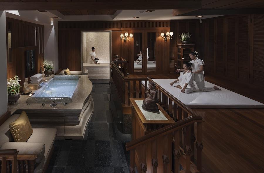 На другом берегу реки, в историческом крыле Garden Wing помимо номеров класса «люкс» открыты новые кабинеты красоты «Beauty by Mandarin Oriental».