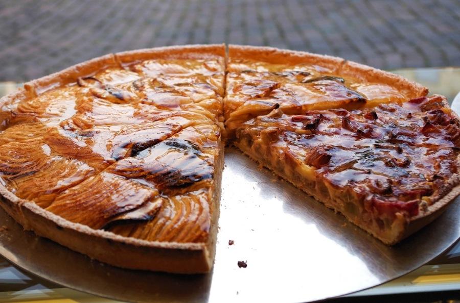 Пироги с ревенем и абрикосом