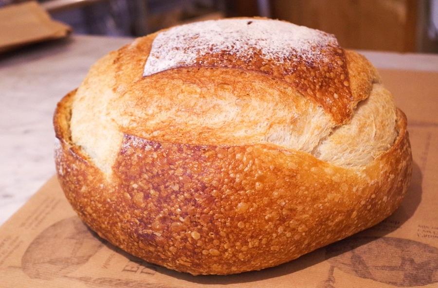 Типичный хлеб Эшалана в Maison du Blé et du Pain