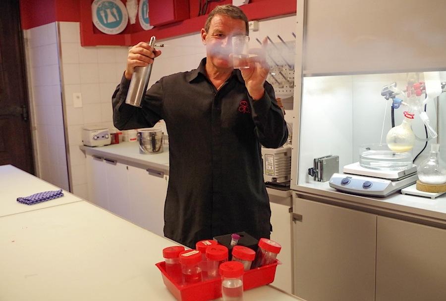 Дени Мартан колдует на кухне ресторана