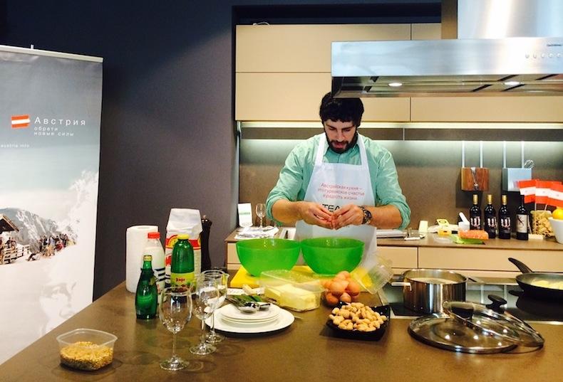 Шеф-повар Марк Стаценко готовит шмаррн