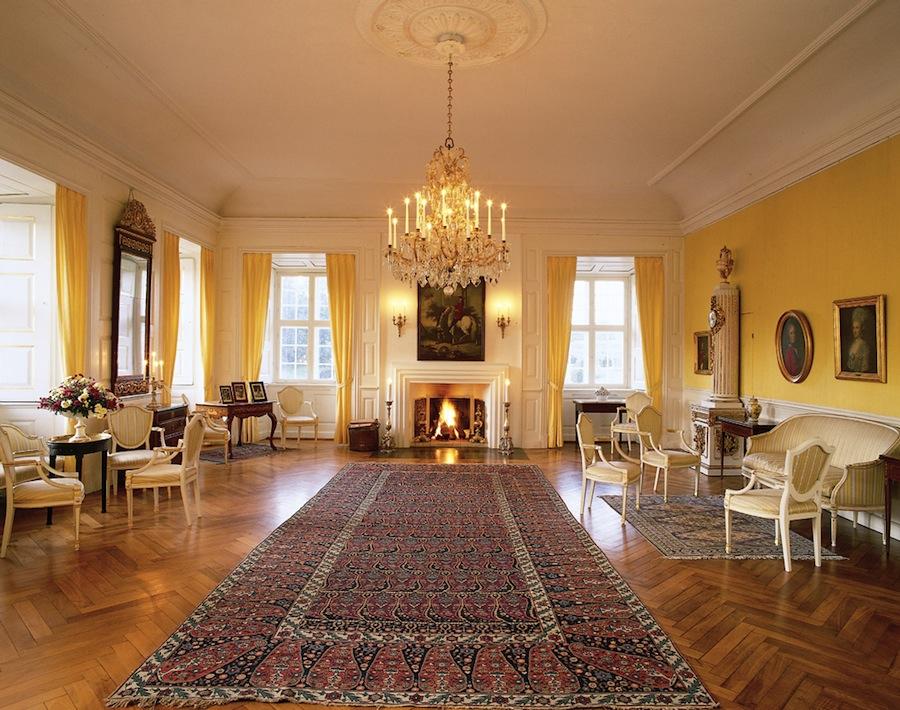 Дания, остров Фюн, замок Эгесков, внутренние комнаты замка