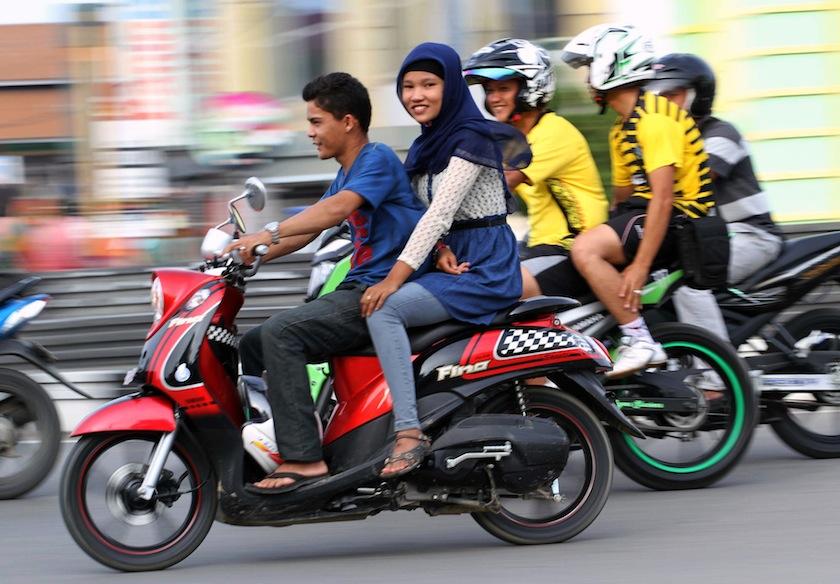 пара на мотоцикле, Азия