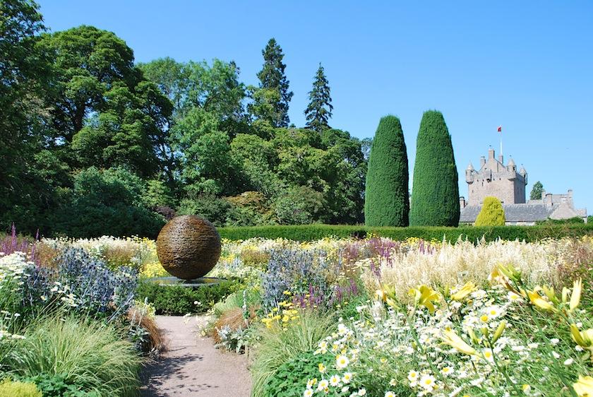 замок каудор, castle cawdor, шотландия, сад