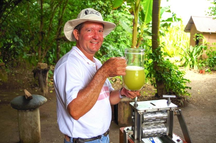Фермер Дон Хуан с тростниковым соком