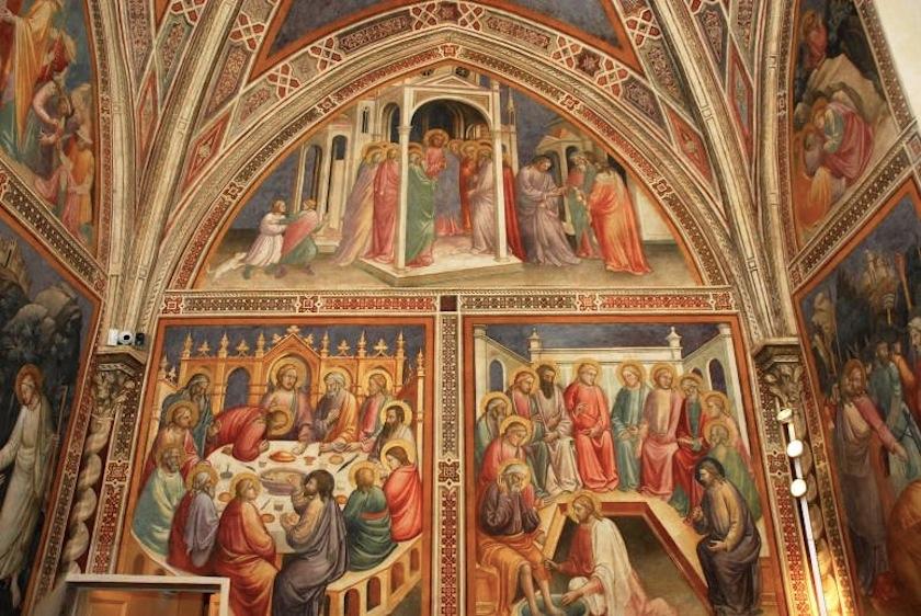 церковные фрески на стенах зала аптеки Santa Maria Novella