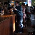 Английский паб VS iPhone: отключи facebook и получи напиток бесплатно