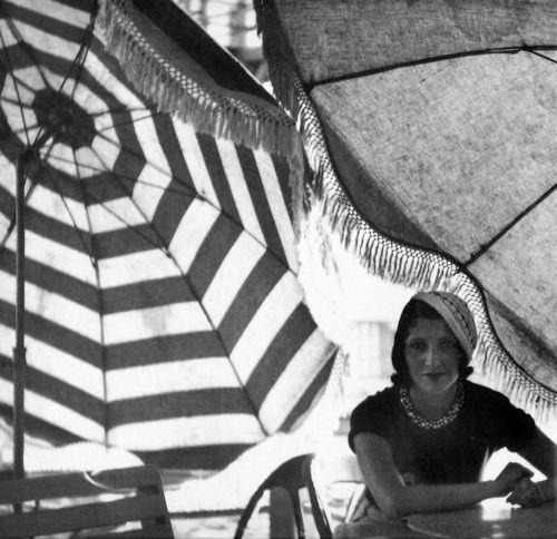 Рене Перль на пляже, 1930 год