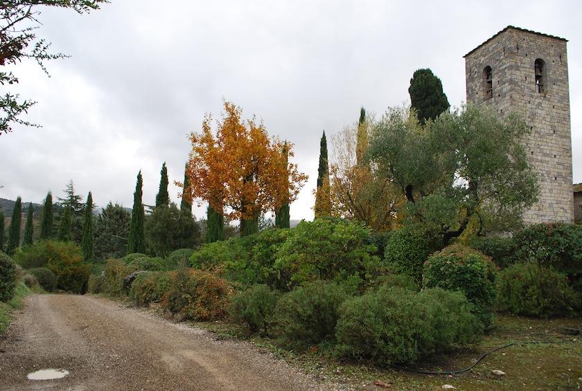колокольня и сад замка