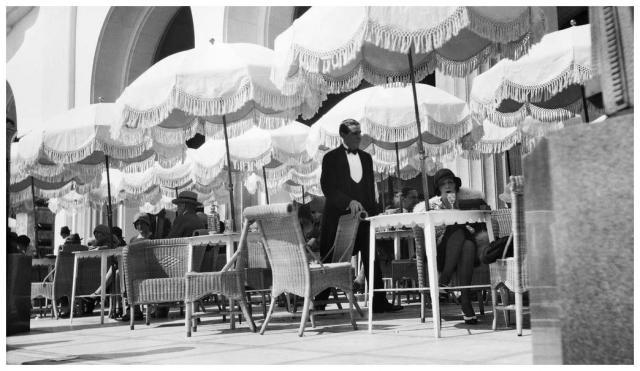 bibi-au-palais-de-la-mc3a9diterranc3a9e-nice-mai-1929-c2a9-photographie-jacques-henri-lartigue