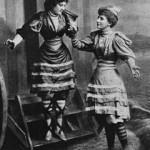 Пляжная мода викторианской эпохи: купальные костюмы и купальные машины