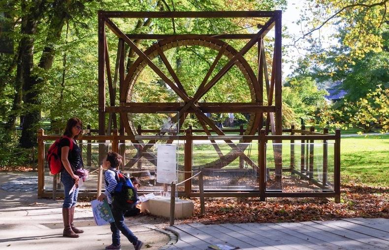 изобретение Леонардо да Винчи в саду Кло-Люсе, Château du Clos Lucé