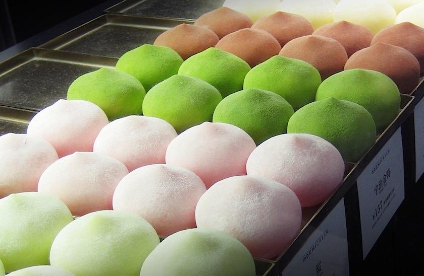 Моти (mochi) - шарики из глютенового риса, истолченного в пасту