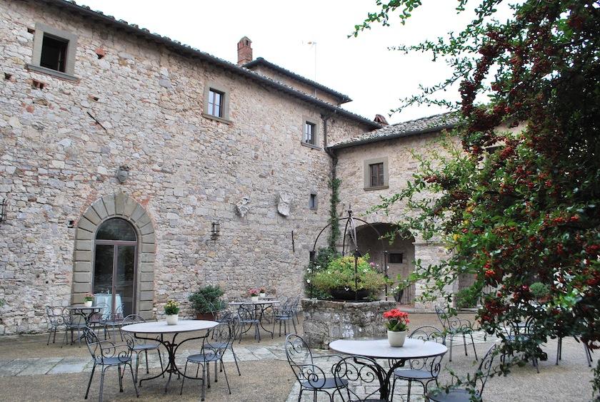 двор Castello di Spaltenna
