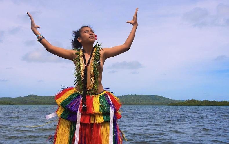 девушка острова Яп в традиционном наряде