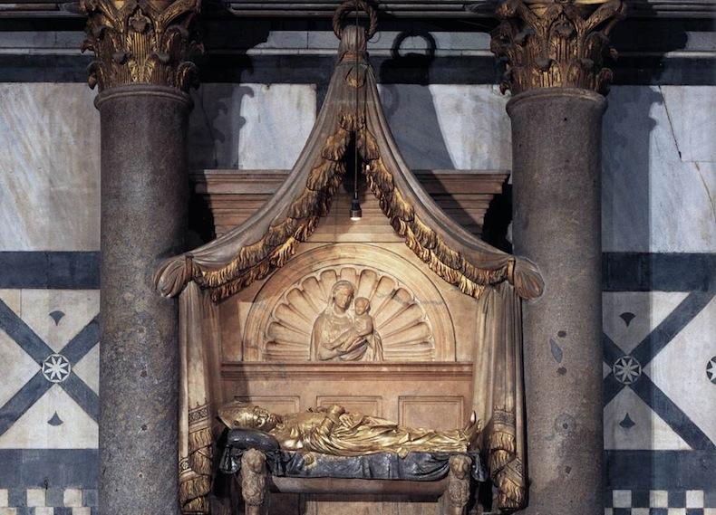 гробница анти-папы Иоанна XXIII в баптистерии Флоренции