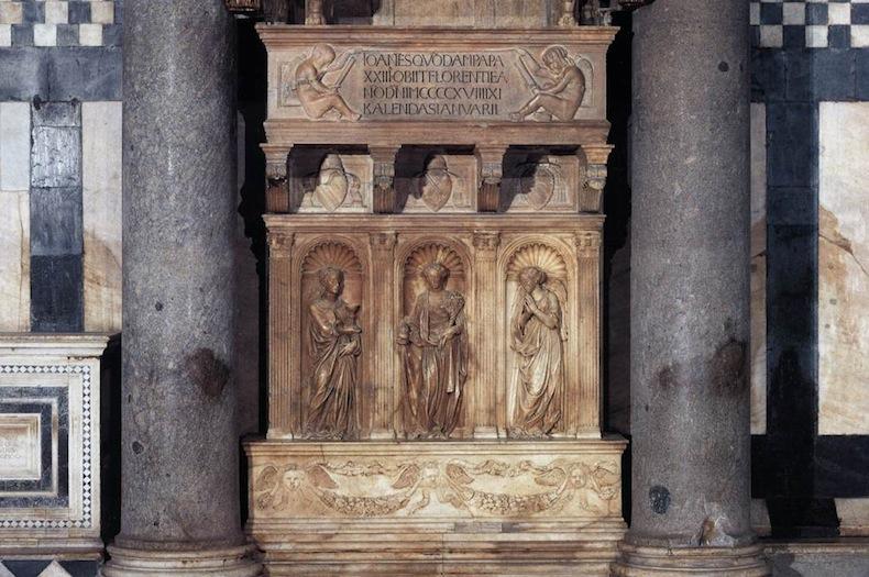 статуи Веры, Надежды и Любви на могиле анти-папа Иоанн XXIII, Флоренция, Баптистерий