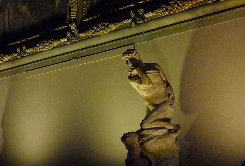 """""""Дух победы"""" (итал. Genio della Vittoria)-Il-Genio-della-Vittoria-di-Michelangelo-Salone-dei-Cinquecento-Palazzo-Vecchio-Firenze-Italia."""