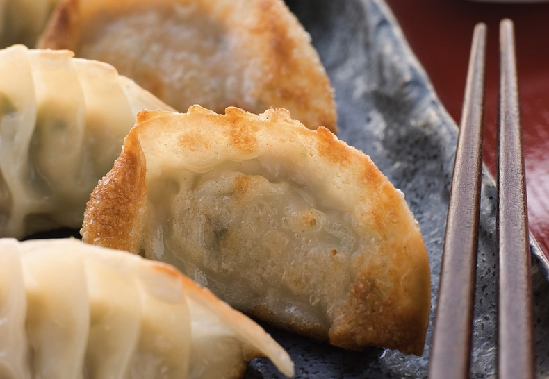 Гедза со свининой, Gyoza-Fried-Pork-Shrimp-Dumplings-Soy-Sauce_zpseqiz4csx