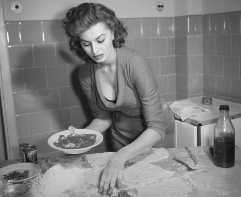 Sophia Loren Софи ЛОрен готовит свежую пасту