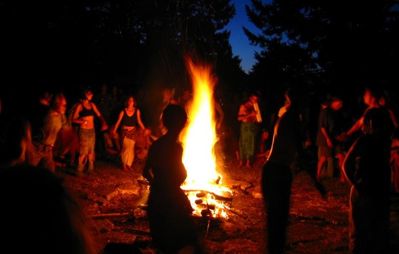танец вокруг огня