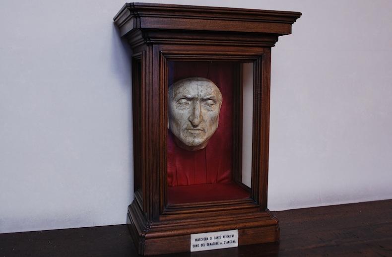 посмертная маска Данте Алигьери в Палаццо Веккьо