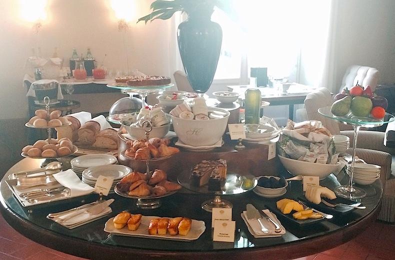 завтрак в Relais Santa Croce
