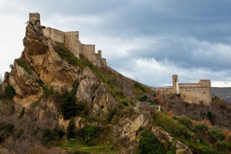 замок Roccascalegna в Абруццо
