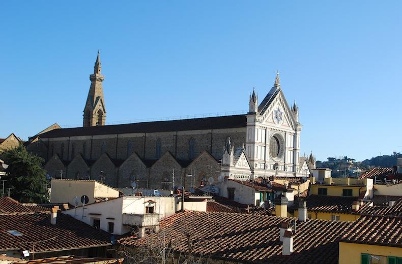 На фото: базилика Санта Кроче видна из окна