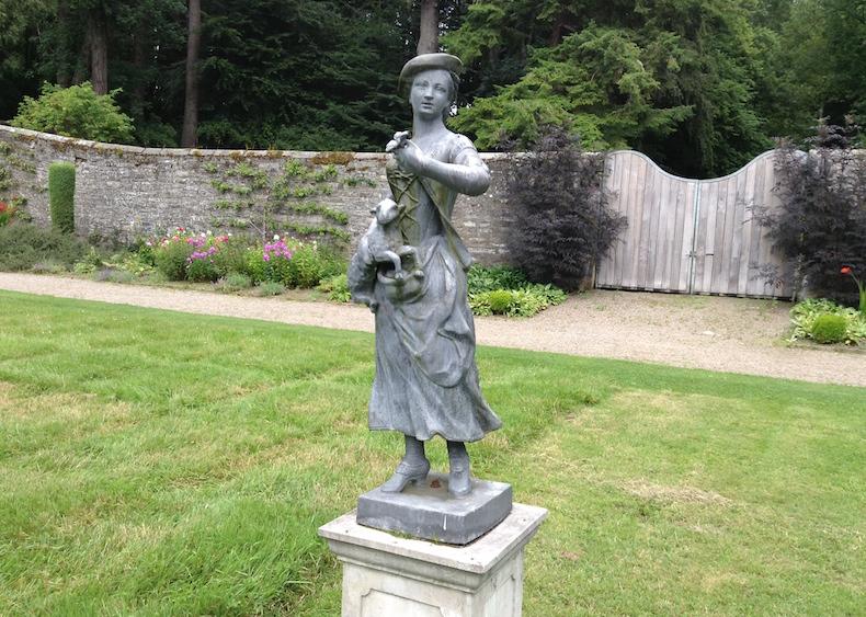 скульптура в саду замка Блэр