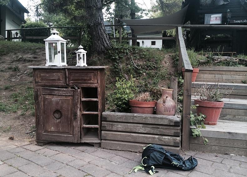старые тумбочки - детская площадка