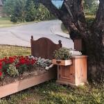 Австрия: как превратить старую мебель в предметы садового декора?